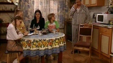 Папины дочки 1 сезон 1 серия, кадр 8